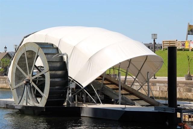 'Mr. Trash Wheel', el barco que ha limpiado más de 540 toneladas de basura del puerto de Baltimore