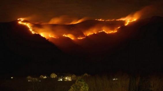 Argentina: El incendio en Santa María de Punilla, en Córdoba, llegó a las Sierras Chicas
