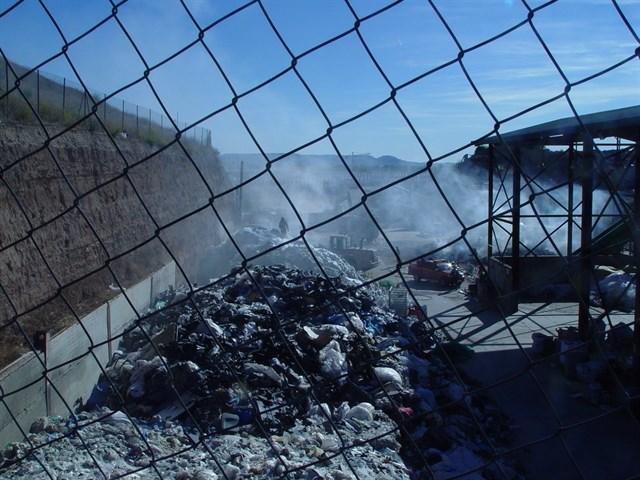 Alcalde de Chiloeches confirma el origen de un incendio en una empresa de reciclaje, que ya ha sido extinguido