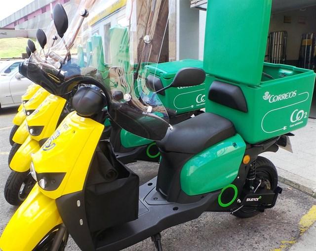 Correos utiliza ya 15 motos eléctricas para el reparto en Bizkaia