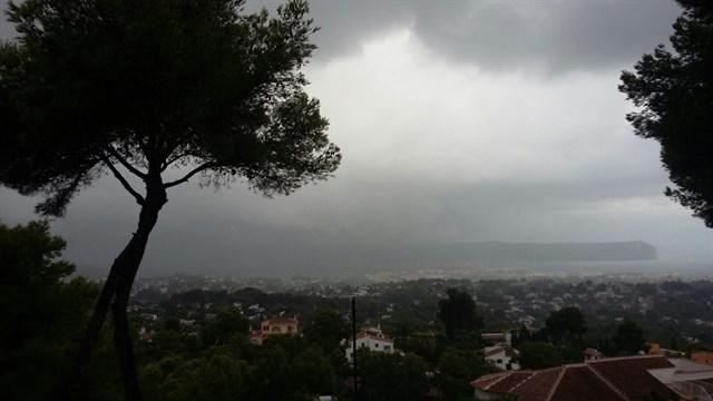Las lluvias acumulan hasta 102,8 l/m2 en Xàbia y más de 63 l/m2 en Murla y la Vall de Laguar