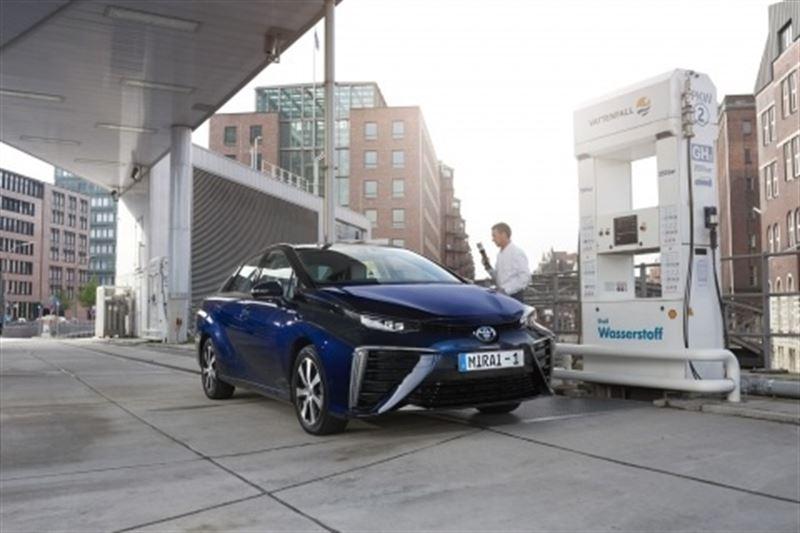 Conoce la berlina de pila de combustible de hidrógeno de Toyota