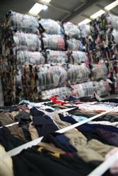 Ekorec y Koopera reciclan ropa de poliéster en la fabricación de moquetas para coches en un proyecto de economía circular
