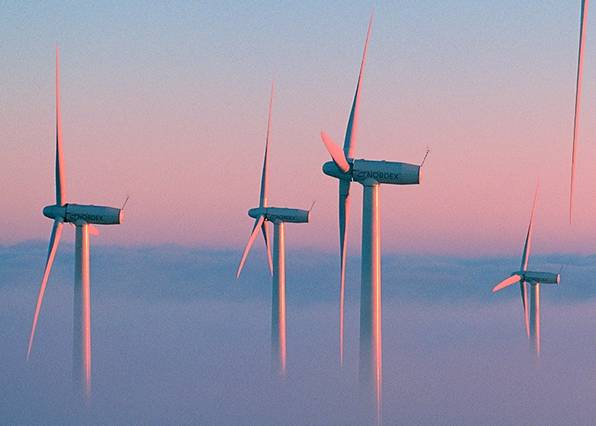 Andalucía ve 'peligrar' 11.700 millones de inversión y 38.000 empleos por la reforma energética