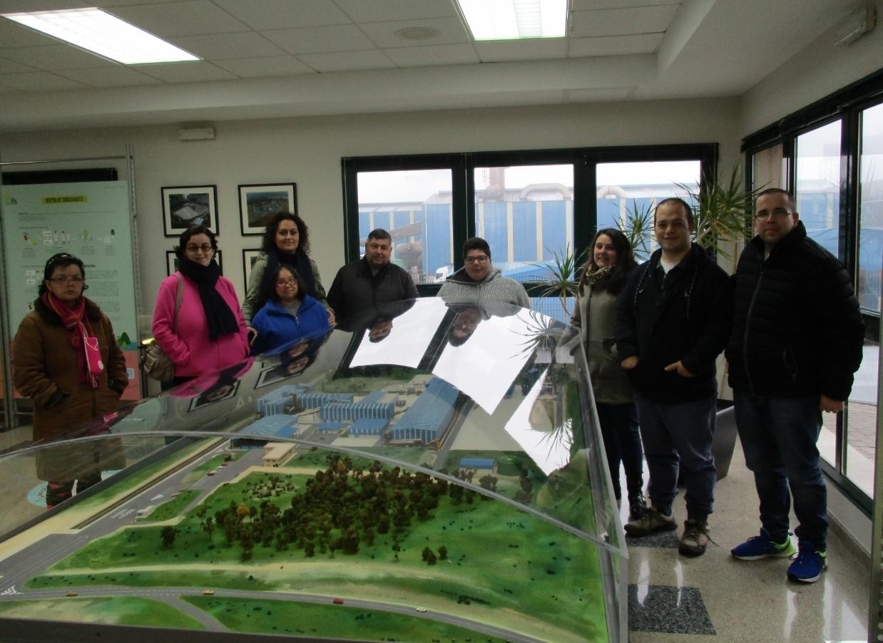 Miembros de la Asociación ÍNTEGRO se interesan por la labor de Sogama