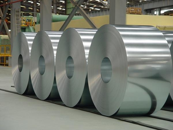 El sector del acero galvanizado 'tiembla' con la moratoria a las renovables