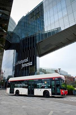 Primer autobús de gas natural comprimido transformado en híbrido eléctrico