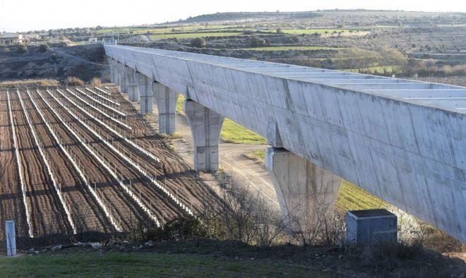 La energía eólica puede ahorrar un 50% de electricidad en el canal Garrigues Sur (Lleida)