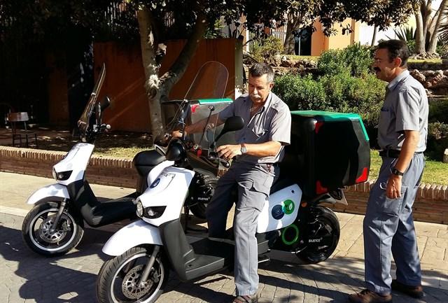 La UMA adquiere tres ciclomotores eléctricos para los desplazamientos de su personal de mantenimiento