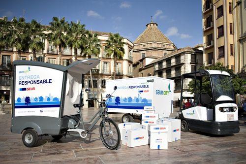 SEUR presenta un triciclo ecológico para una distribución sostenible de paquetería en ciudad