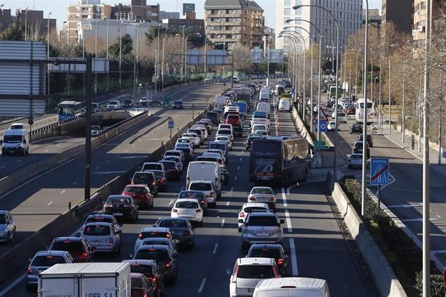 El Ayuntamiento de Madrid mantiene para mañana la velocidad máxima a 70 km/hora en M-30 y accesos por episodio de contaminación