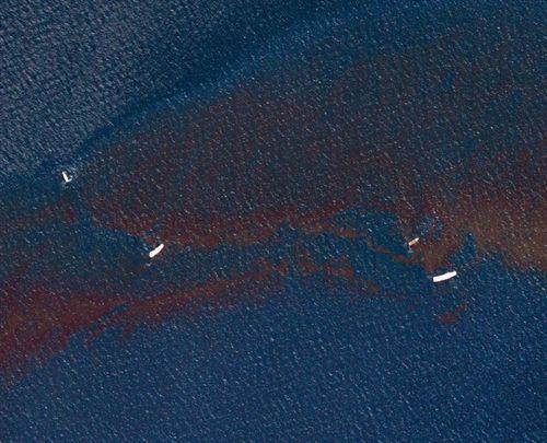 BP estima que el vertido diario podría ser de hasta 100.000 barriles