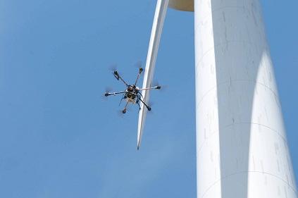 Primer curso de inspección aérea de palas de molinos de viento