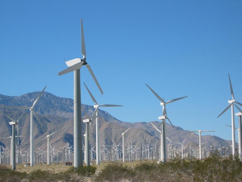Sebastián destaca que el 33% de la energía generada en España procede ya de renovables