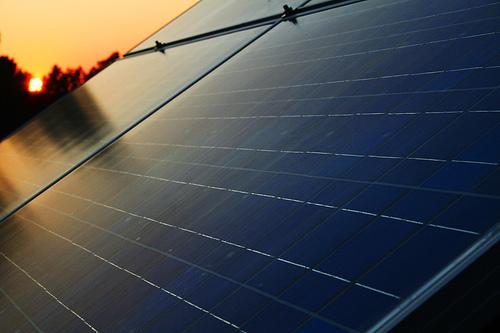 Zinsa construirá una planta de paneles solares
