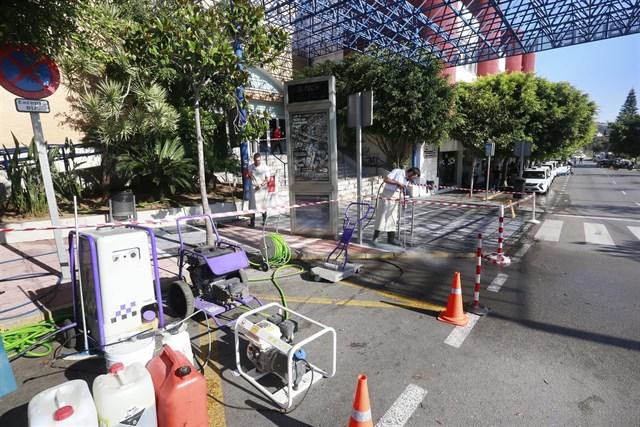 Marbella ejecutará actuará para eliminar la suciedad incrustada en el pavimento y los chicles pegados