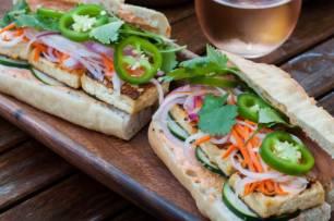 Receta Ecológica recomendada por ECOticias.com: Pan vietnamita vegetariano con queso y setas