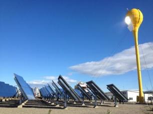 (Zaragoza) Jornada de energía solar híbrida, paneles solares que producen electricidad y agua caliente