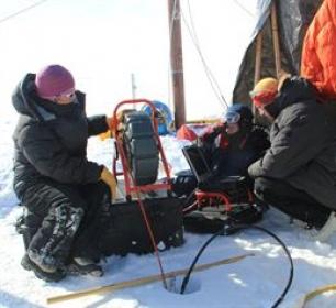 Descubren un enorme acuífero de agua líquida de 69.000 kilómetros cuadrados bajo el hielo de Groenlandia