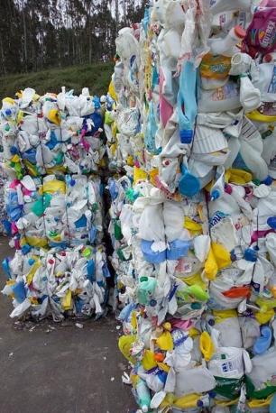 SOGAMA organiza una charla periodista ambiental en carpa de reciclaje en Vilagarcía de Arousa