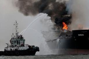 ¿Qué impacto ambiental tendrá el incendio del buque petrolero?