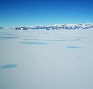 Vientos cálidos también derriten el hielo marino en la Antártida