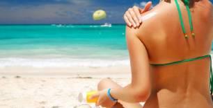 El dióxido de titanio que tienen las cremas solares está contaminando las playas de todo el planeta