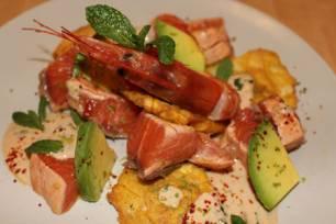 Receta Ecológica recomendada por ECOticias.com: Salmón marinado con aguacate y salsa de yogur