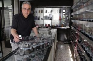México. Un investigador crea una batería capaz de mantener encendida una linterna por 100 años