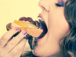 ¿Comes en exceso y subes de peso? Culpa a tu cerebro