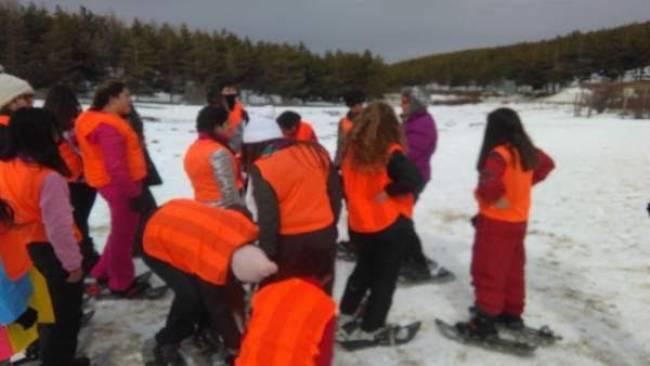 Jóvenes de Cantoria participan en una jornada de deporte en la nieve