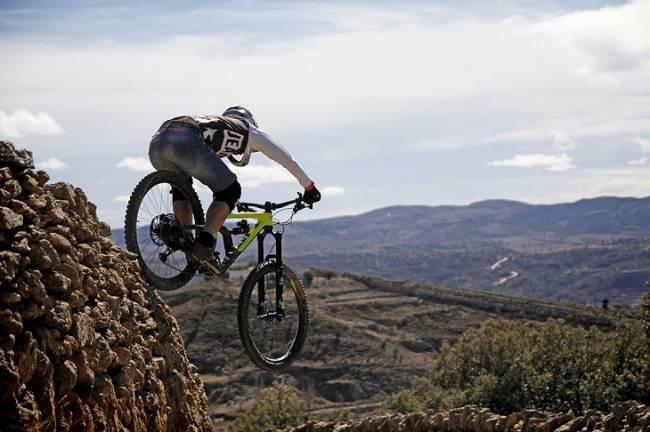 La marca española Jeanstrack revoluciona la práctica de los deportes de aventura con sus prendas vaqueras