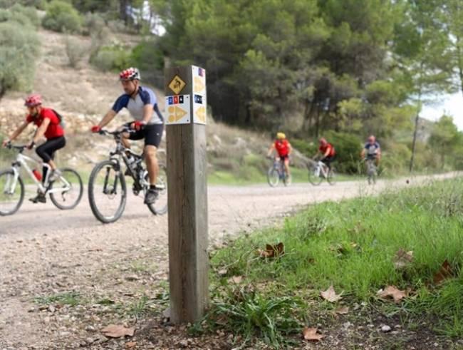 El ciclismo de montaña viaja del interior de Alicante a una televisión online británica