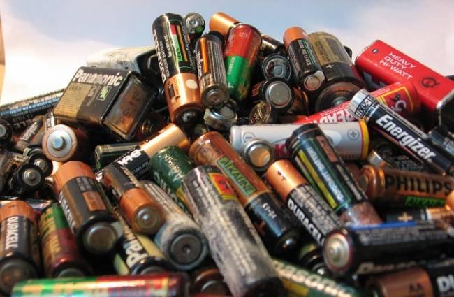 Polémica sobre la gestión de las pilas y otros residuos tóxicos en Madrid