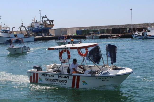 Las barcas de limpieza del litoral recogen 58 toneladas de residuos este verano en Baleares