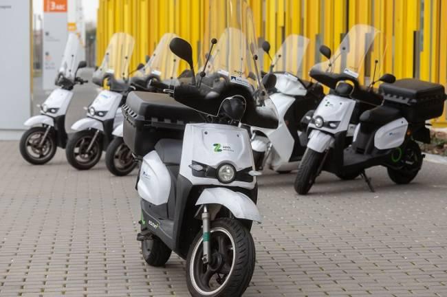 El servicio de lectura, instalación y mantenimiento de contadores de Aguas de Zaragoza ya se presta con motos eléctricas