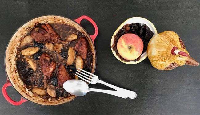Pollo al horno con manzana y frutos secos