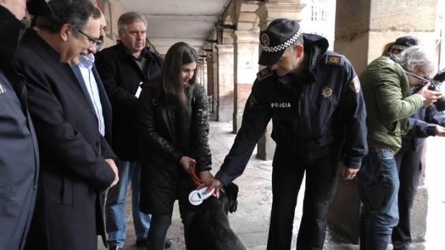 La Policía Local de Torrelavega ya dispone de 5 lectores de microchips de mascotas