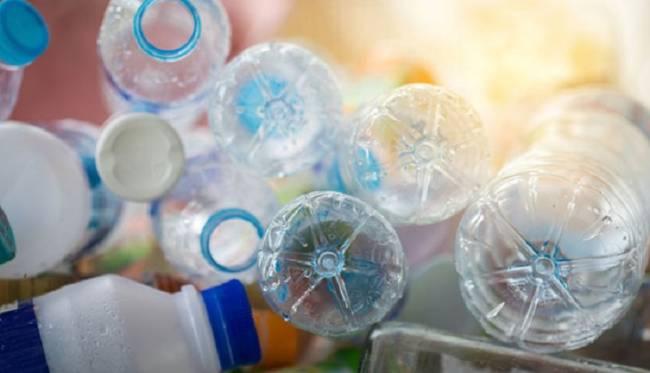 Unidos Podemos centra en la reutilización y el reciclaje su ley para reducir plásticos