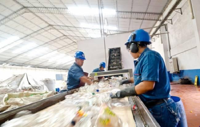 Una campaña de FER y CTRAA orientará a los talleres sobre la mejor gestión de sus residuos