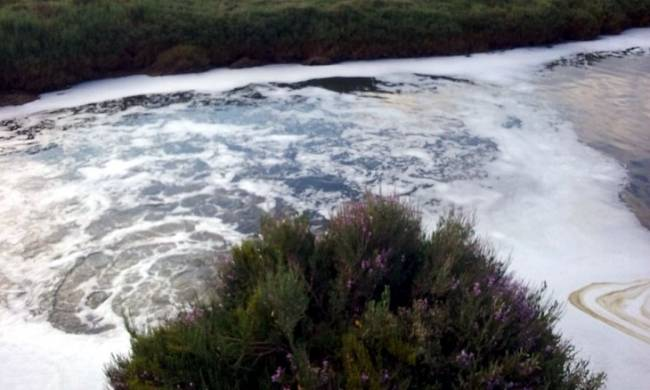 Un juzgado de Ayamonte cita a declarar a ocho cargos públicos por un vertido en Isla Cristina