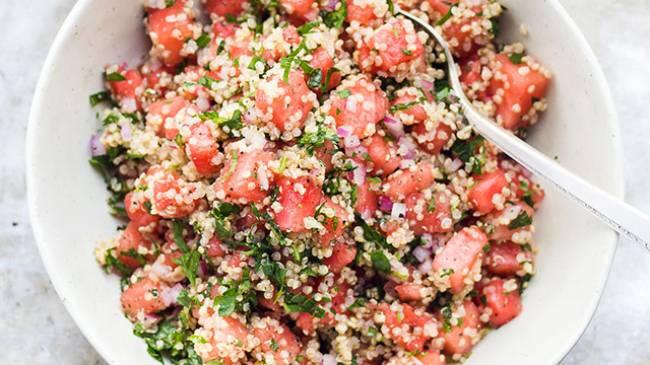 Ensalada de quinoa con sandia y queso