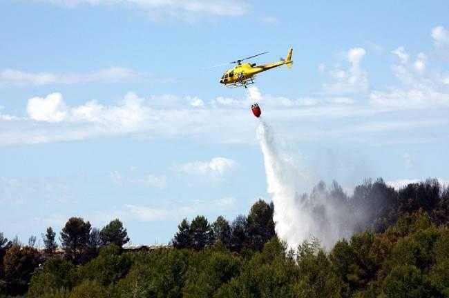 El Gobierno destina 15,7 millones a tres helicópteros bombarderos para la lucha contra los incendios forestales