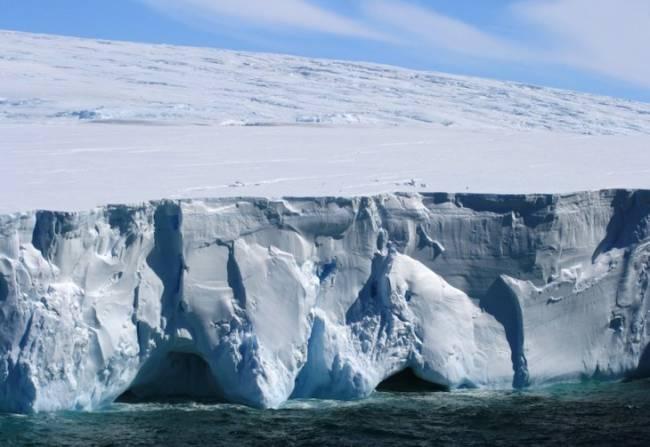 El hielo marino que rodea la Antártida bate mínimos de mayo