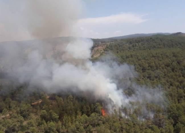 La UME se suma a las labores de extinción del incendio de Llutxent