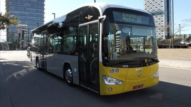 El AMB estrena 30 nuevos autobuses híbridos en L'Hospitalet de Llobregat