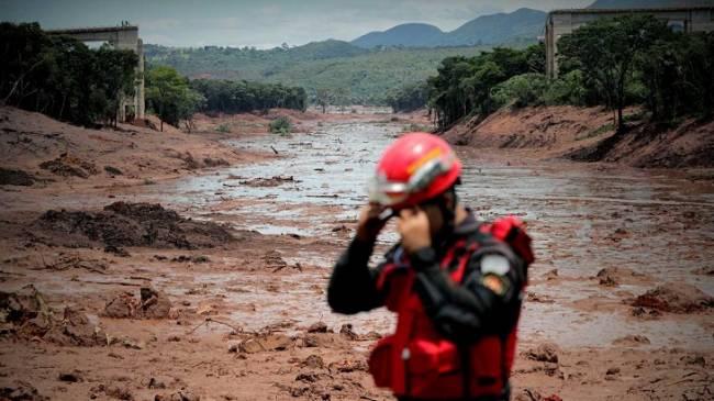 Ya son 34 los muertos tras la rotura de una presa minera en Brasil