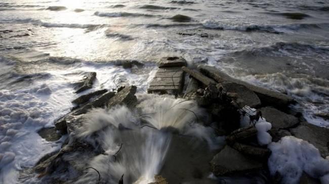 Las aguas residuales vertidas al mar son una fuente continua de enfermedades