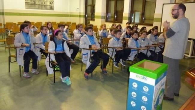 Asturias se suma al reciclaje con Otro Final es Posible en las escuelas