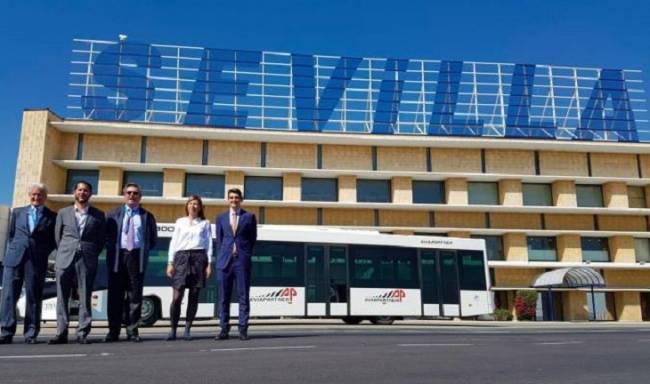 El aeropuerto de Sevilla será el primero en España en poner un autobús aeroportuario eléctrico